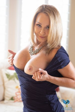 Anya outcall escorts in Boisbriand